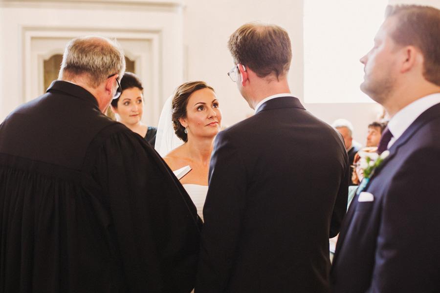 Kirche Trauung Brautpaar