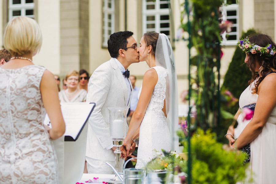 Trauung Brautpaar Kuss