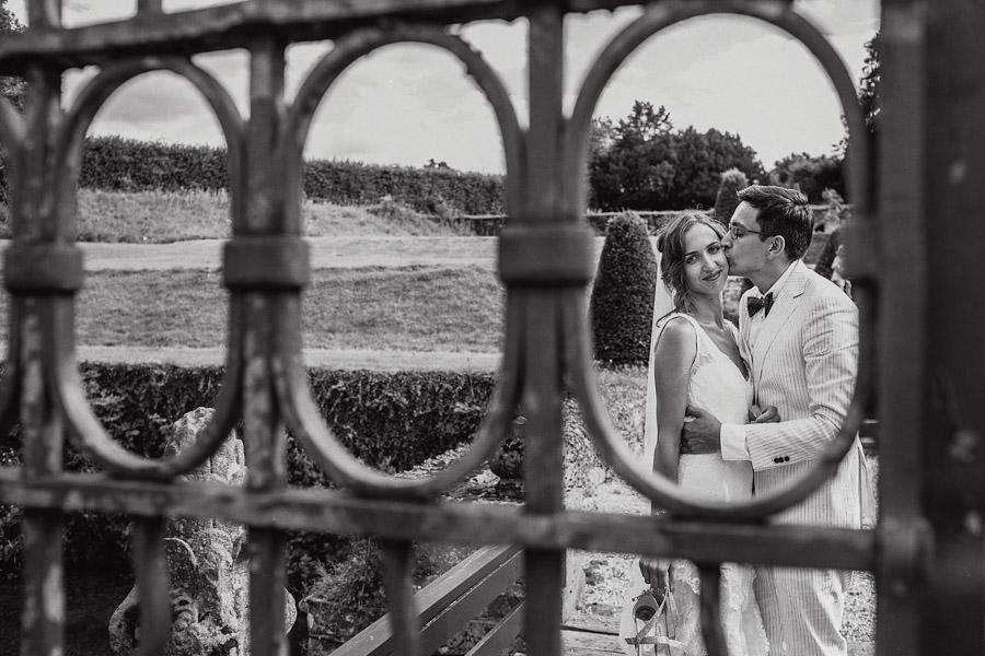 Hochzeit Tor Brautpaarshooting