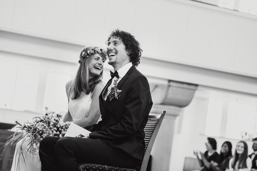 Braut Bräutigam lachen