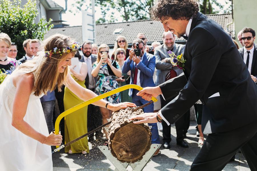 Brautpaar Hochzeitsspiel Sägen