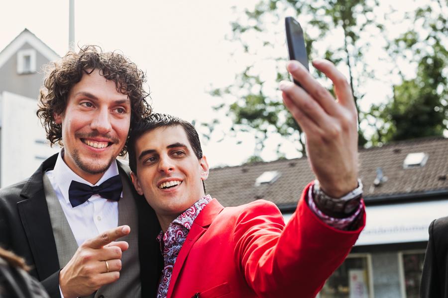 Bräutigam Selfie Freund