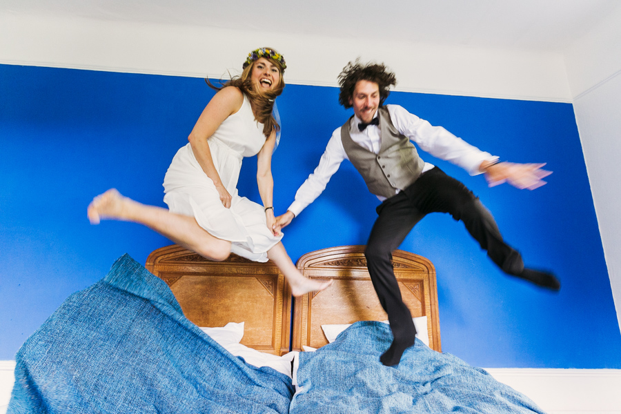 Brautpaar Hochzeitsshooting Bett