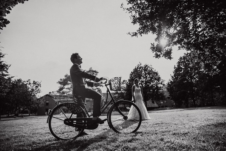 Brautpaarshooting Natur Fahrrad