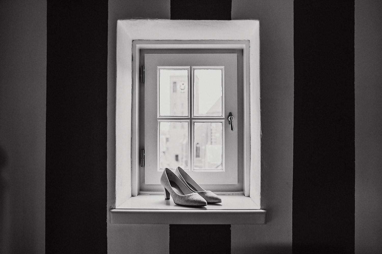 Brautschuhe Fenster