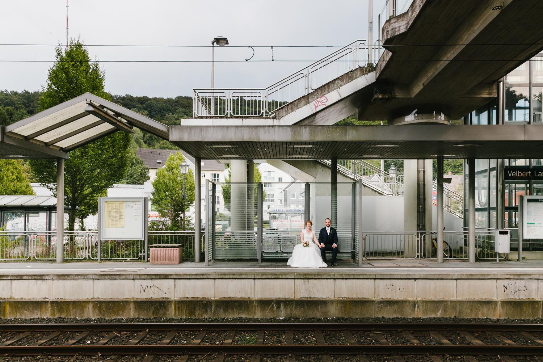 Brautpaarshooting Bahnstation