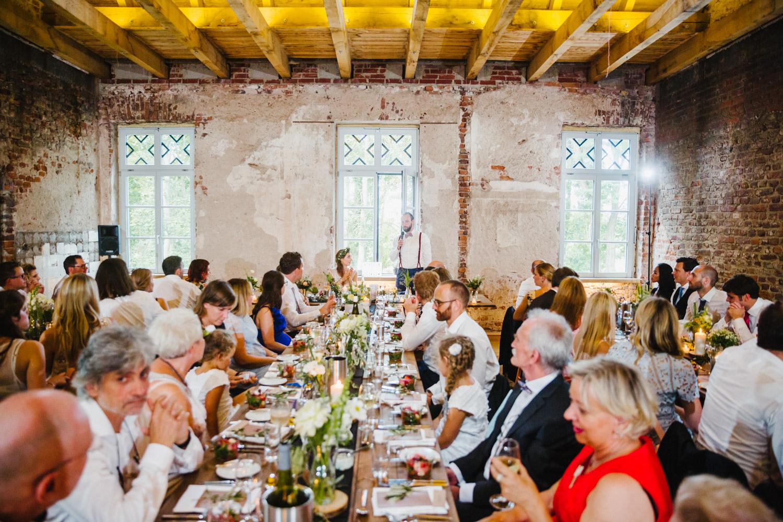 Rede auf der Hochzeitsfeier