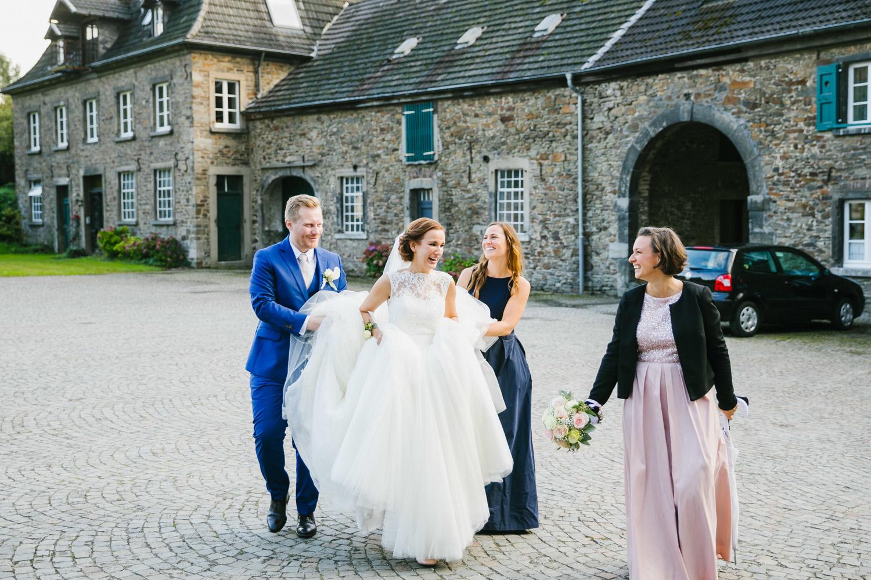 Brautpaar vor Schloss Linnep