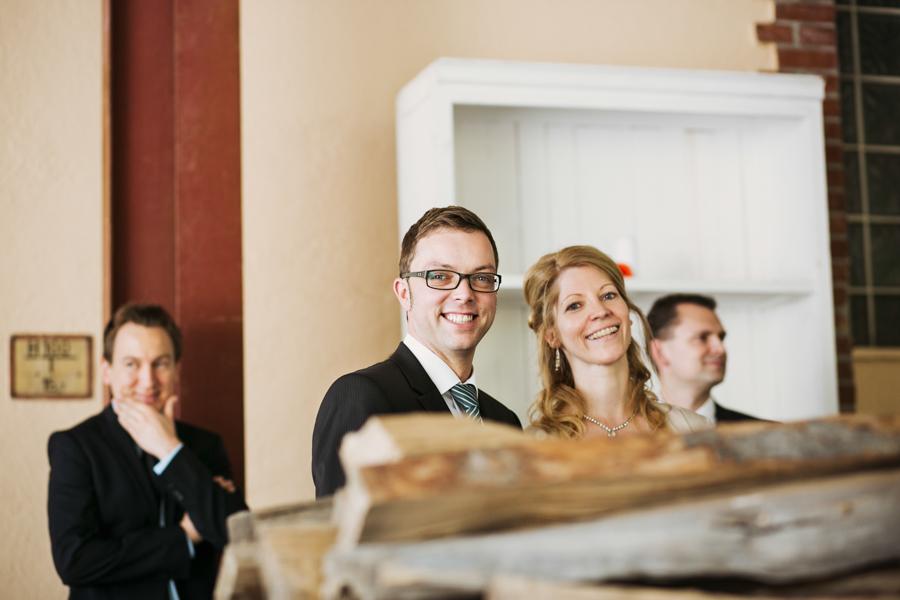 Hochzeitsgäste, Blick in die Kamera