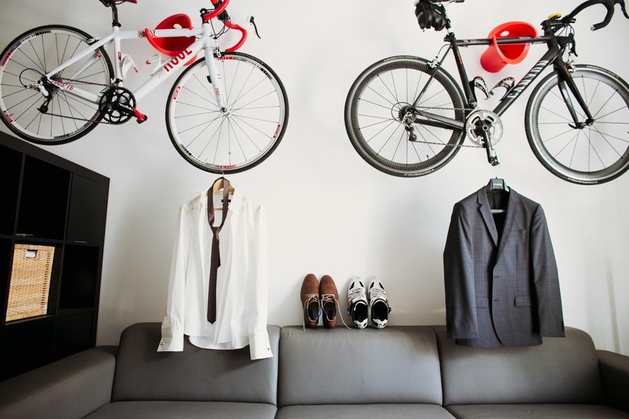 Bräutigamsanzug und Fahrräder