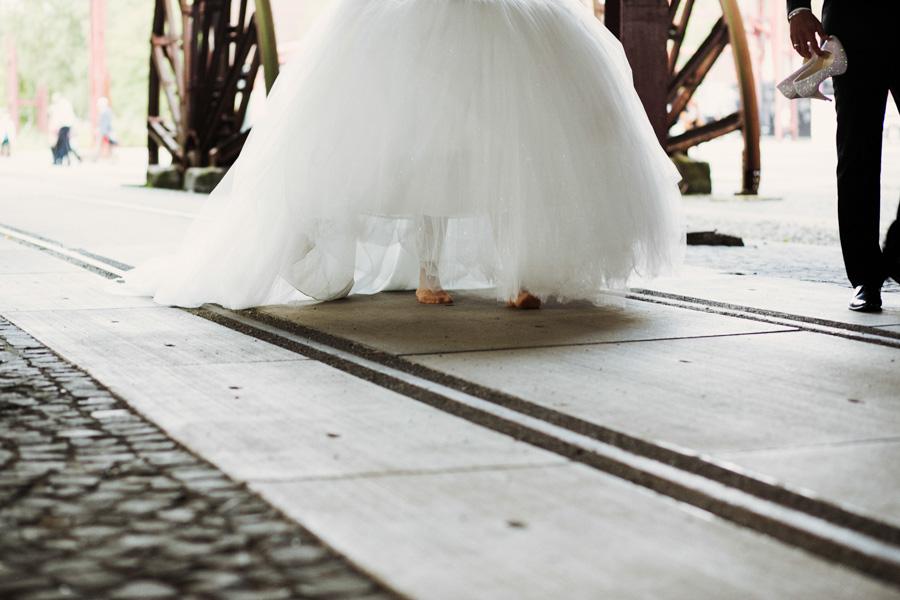 barfuß ohne Brautschuhe