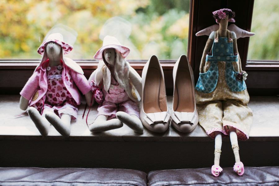 Brautschuhe und Puppen