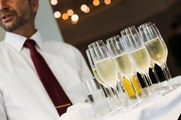 Bei der Hochzeitsreportage dokumentieren wir Ihre gesamte Feier – auch deutschlandweit.