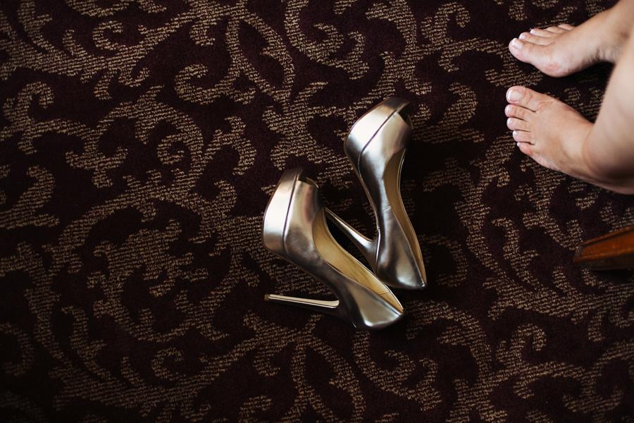 Brautschuhe auf dem Teppich