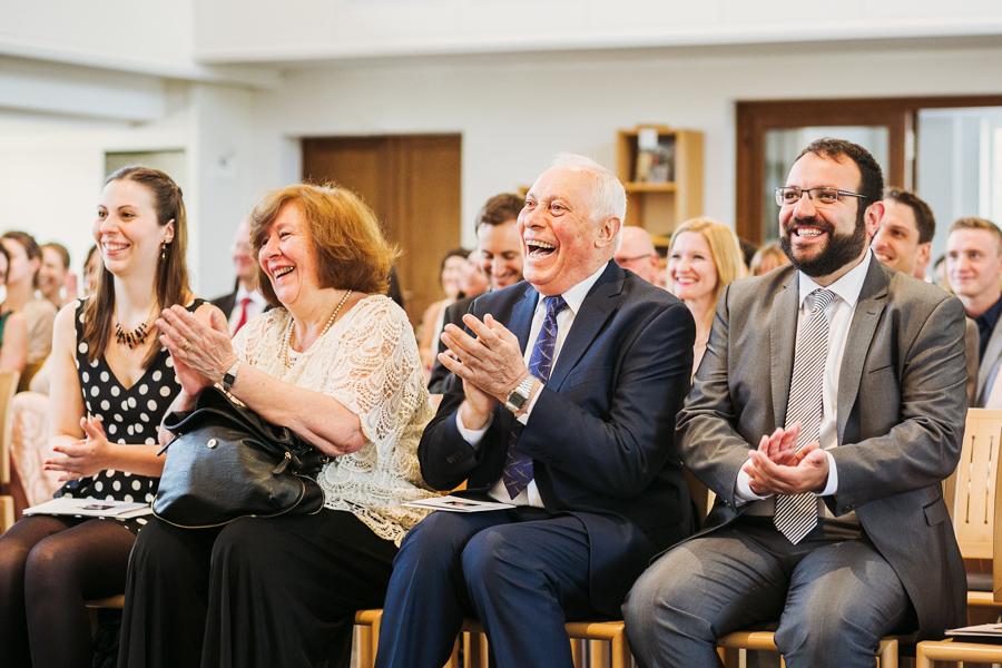 Trauung Hochzeitsgäste Applaus