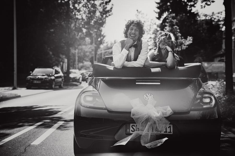 Brautpaar Hochzeitsshooting Auto