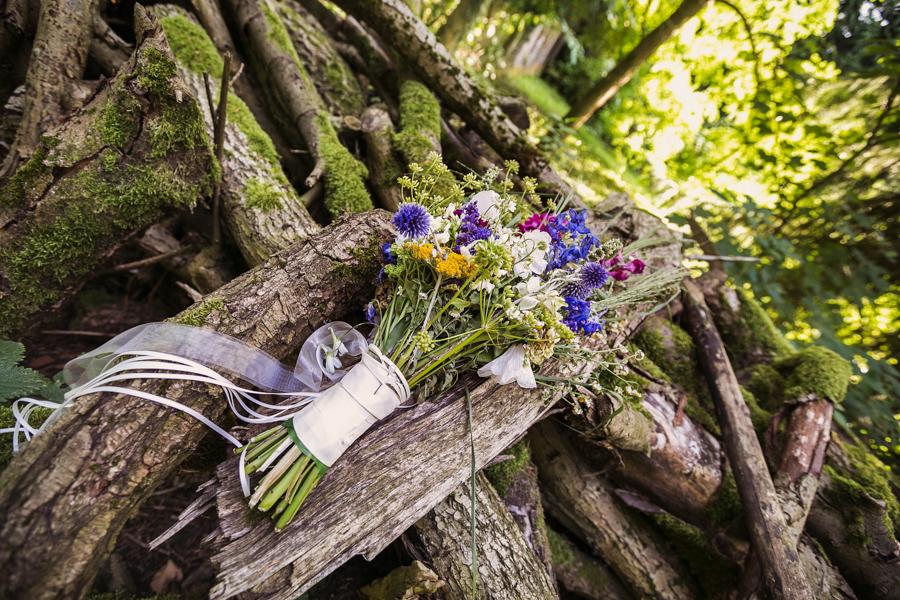 Hochzeit Brautstrauß Wald