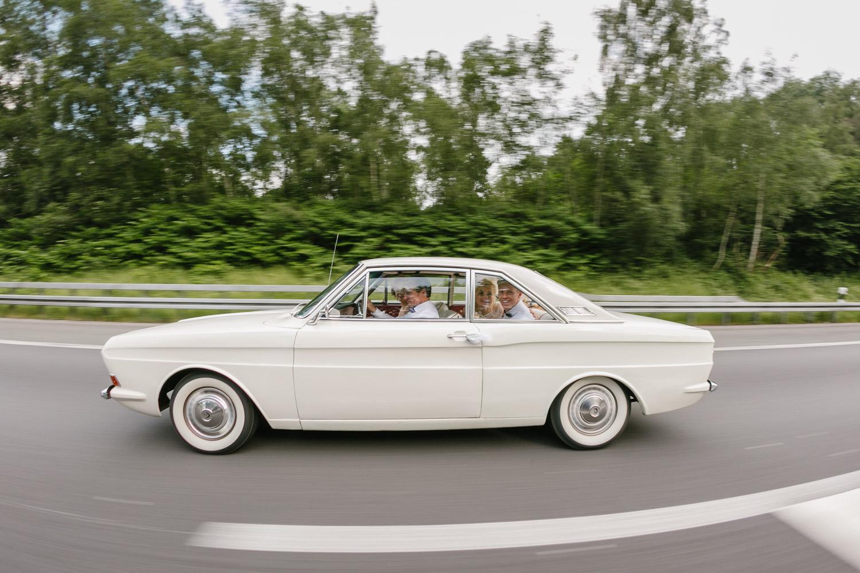 Brautpaarshooting Hochzeitsauto