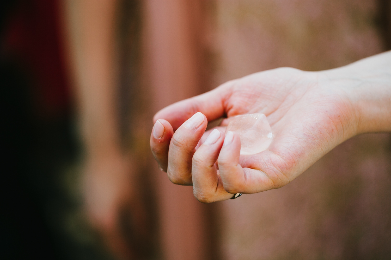 Eiswürfel Hand