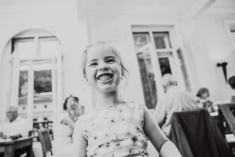 Mädchen lacht