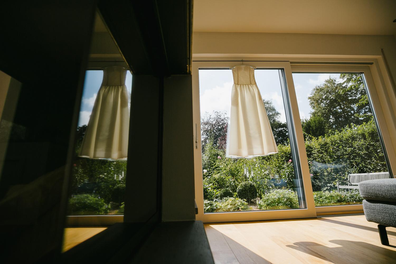 Hochzeitskleid Fenster