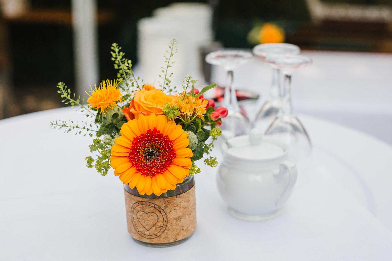 Blumendeko auf Hochzeit