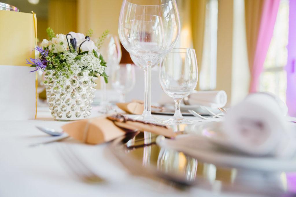 Auch Details wie die Tischdekoration entgeht Ihrem Hochzeitsfotograf aus der Nähe von Bochum nicht.