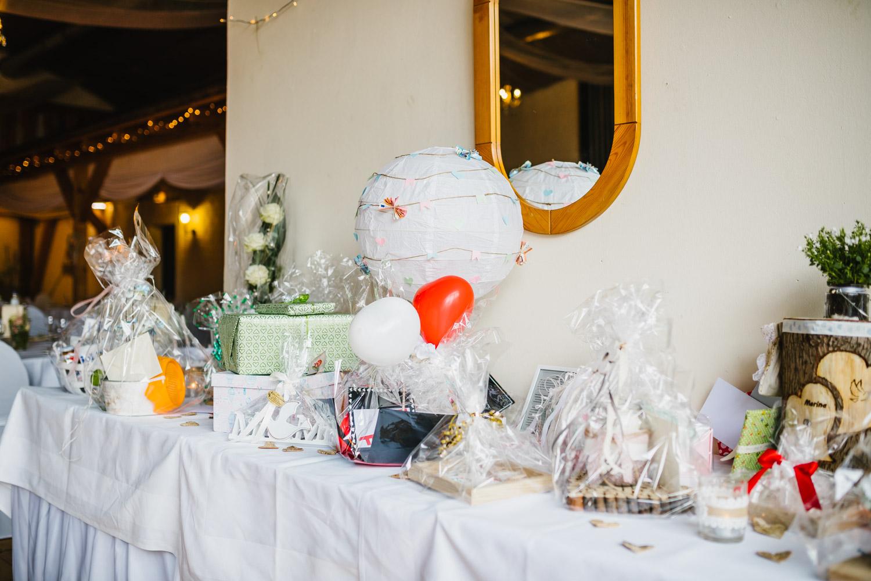 Tisch für Hochzeitsgeschenke