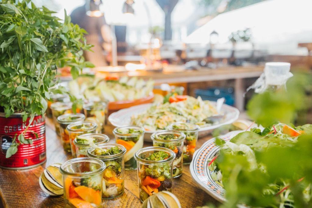 Die leckeren Speisen als Blickfang bei der Hochzeitsfotografie.