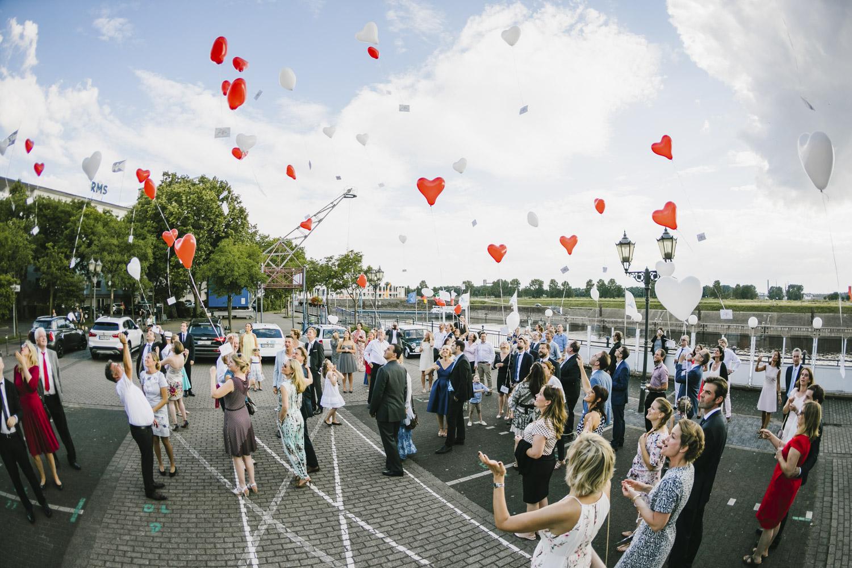 Ballons vor der Hochzeitslocation